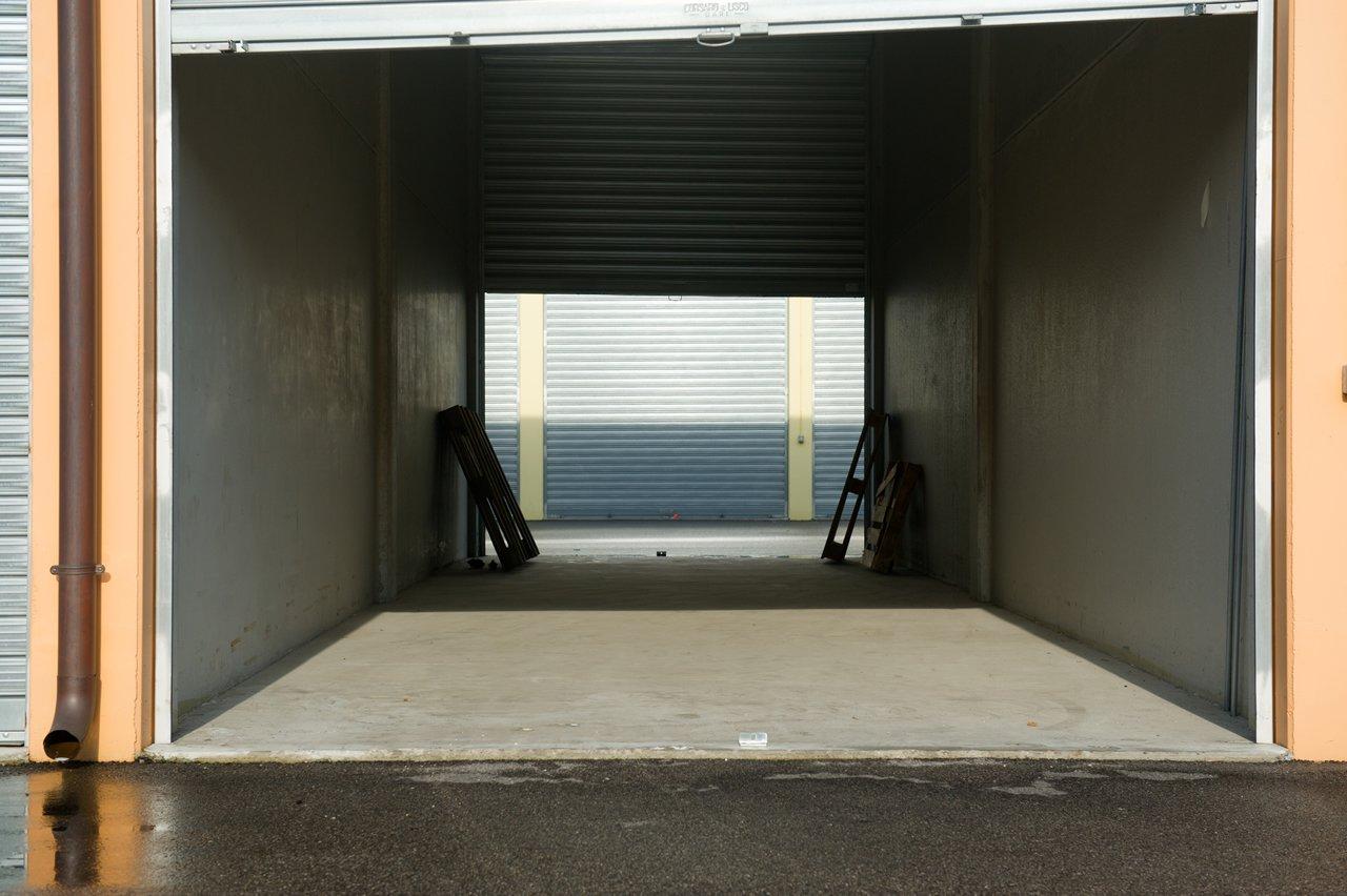 InBox Storage - Risolve i problemi di spazio - Magazzino con doppia serranda